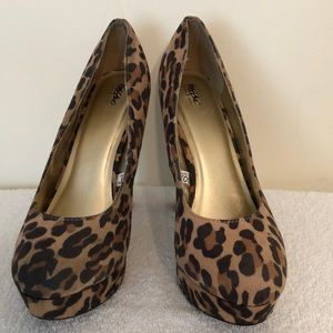 Mossimo size 8 animal print platform 5 inch heels